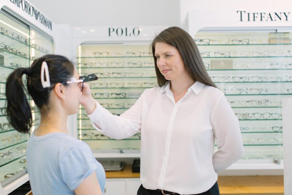 A lady measuring a patient PD