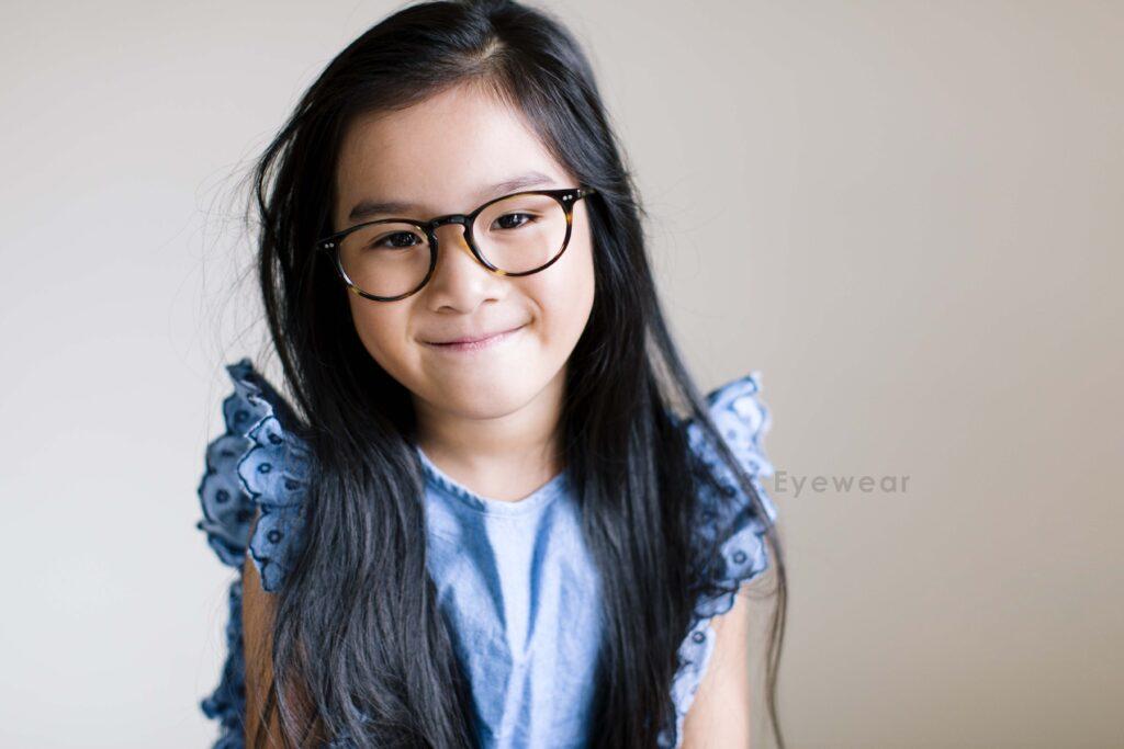 Little girl wearing round glasses